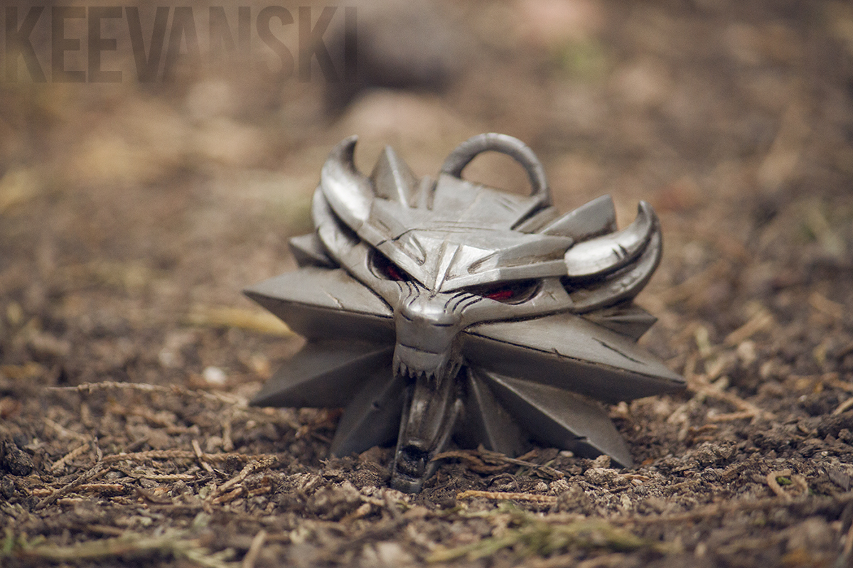 DIY Prop Tutorial The Witcher 3 · Wolf Medallion · Part 2