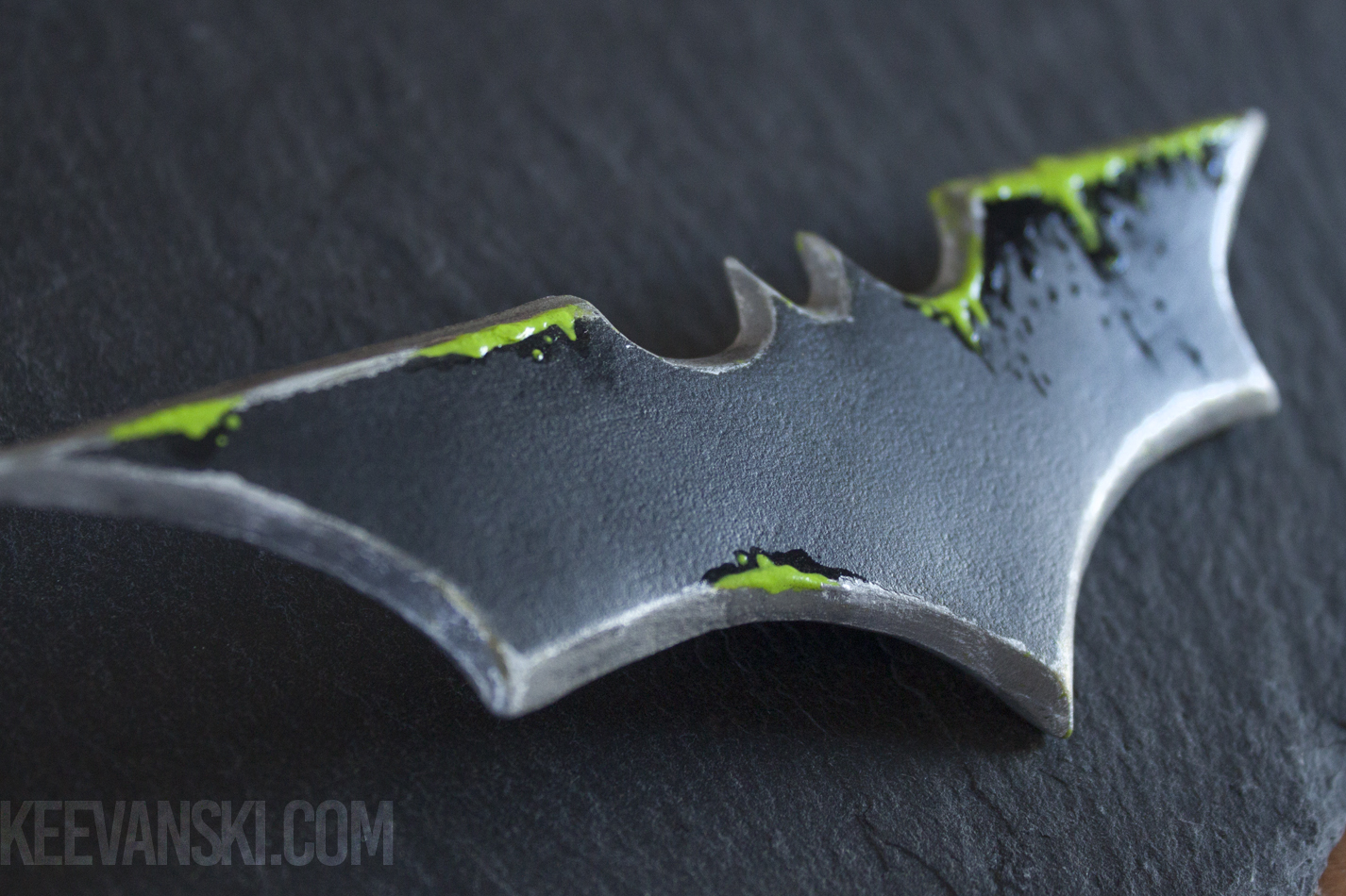 Batarang_Worbla_2_by_Keevanski